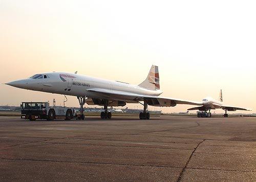 那些飞行超音速飞机的人都穿着特制的飞行服,嘴里满是军用术语.